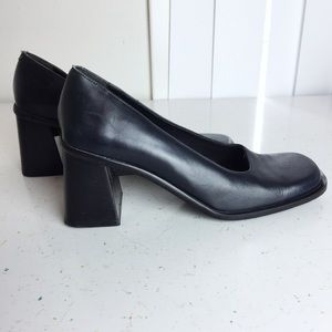 Vintage chunky block heel black pumps 90s Y2K